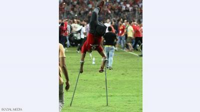 """الفيفا يحتفي بـ""""صورة الأمل"""" لأحد المعاقين وهو يقفز في الهواء عقب تأهل المنتخب المصري إلى مونديال روسيا ( صوره)"""