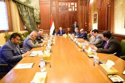 الرئيس هادي يرأس اجتماعاً لهيئة مستشاريه