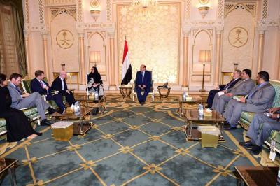 الرئيس هادي يستقبل وزير الدولة البريطاني لشؤون الشرق الأوسط