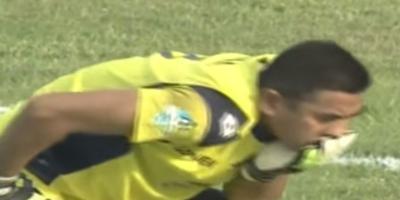 فيديو مؤلم .. لاعب يتسبب في وفاة زميله حارس المرمى أثناء المباراة