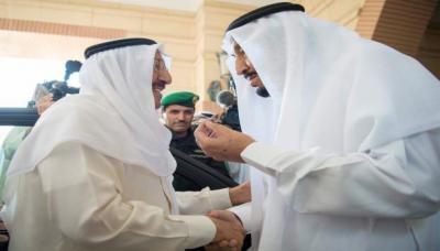 أمير الكويت يعود من الرياض وغموض يحيط نتائج الزيارة