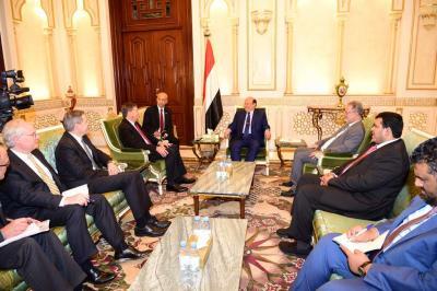 الرئيس هادي يستقبل مساعد وزير الخارجية الأمريكي