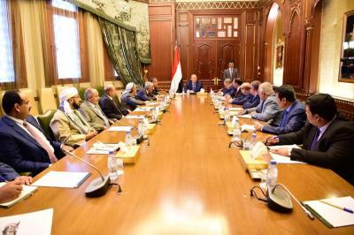 الرئيس هادي يترأس اجتماع لهيئة مستشارية ( صوره)