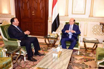 الرئيس هادي يستقبل نائب رئيس الوزراء وزير الخدمة المدنية