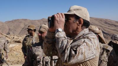 شاهد صور جديدة للفريق علي محسن الأحمر اليوم أثناء زيارته لمواقع قوات الجيش والمقاومة شرق العاصمة صنعاء