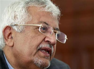 الدكتور ياسين سعيد نعمان يمتدح نصف حزب المؤتمر ويهاجم النصف الآخر