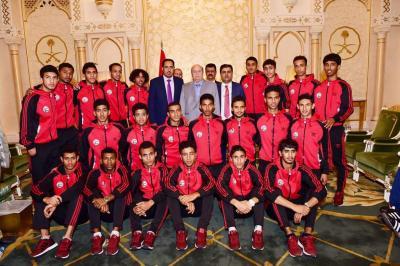 الرئيس هادي يستقبل بعثة المنتخب الوطني للشباب ( صوره)