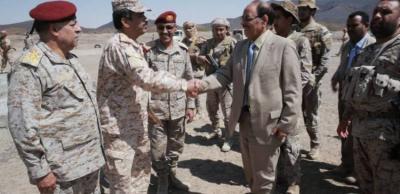 الفريق علي محسن الأحمر يزور معسكرات التدريب والاستقبال بمأرب