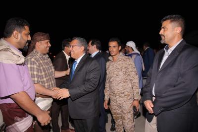 بن دغر يعود إلى عدن برفقة عدداً من أعضاء الحكومة .. ويكشف الهدف من عودته