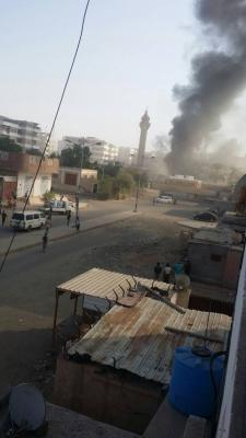 تفاصيل وصور جديدة عن الإنفجار الذي إستهدف مقر لقوات الحزام الأمني بعدن وخلف قتلى وجرحى