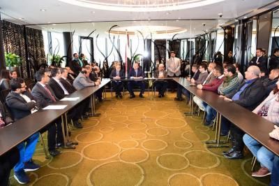 الرئيس هادي يلتقي أعضاء السلك الدبلوماسي والعسكري وعدد من الطلاب الدارسين في المانيا ( صوره)