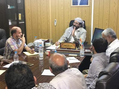 """محافظ مأرب """" العراده """"  يترأس اجتماعا للشركات النفطية والغازية بصافر"""