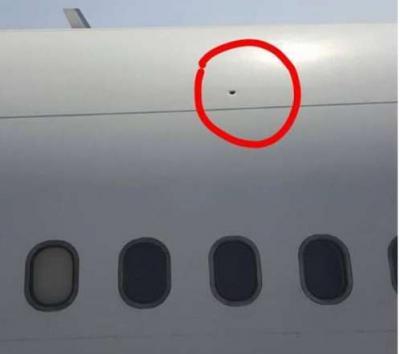 بالصور .. طائرة اليمنية تتعرض لطلق ناري في عدن