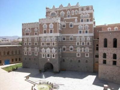 معلومات استخبارية تكشف عن استيلاء قيادي حوثي على مقتنيات ثمينة من متحف بصنعاء