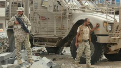 قوات الحزام الأمني تمنع بن دغر من حضور فعالية 30 نوفمبر عقب إشتباكات بين الجيش والحزام الأمني