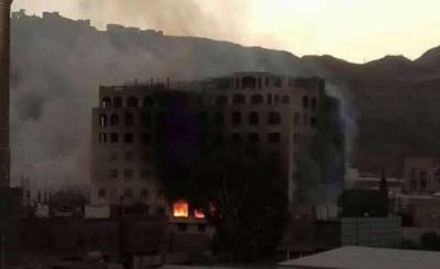 احتراق أحد البنوك بصنعاء جراء قصف الحوثيين المنطقة بالهاون ( صوره)