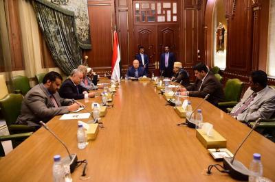 الرئيس هادي يترأس اجتماعاً استثنائياً لهيئة مستشاريه ويتخذ عدداً من القرارات الإيجابية بشأن الرئيس السابق وحزب والمؤتمر
