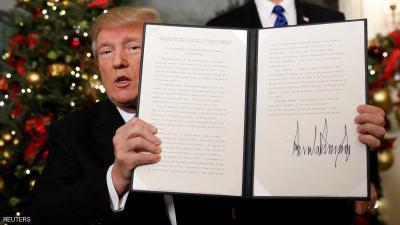 ترامب يعترف بالقدس عاصمة لإسرائيل ويوقع مرسوما بنقل السفارة الأمريكية إلى المدينة المقدسة