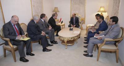 الفريق علي محسن الأحمر يلتقي مبعوث الرئيس الروسي