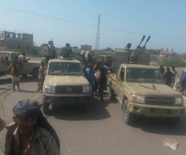 آخر مستجدات المعارك من الحديدة .. الجيش يسطر على مناطق جديدة ويطوق مديرية حيس