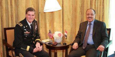 الفريق علي محسن الأحمر يلتقي قائد القيادة المركزية الأمريكية ( صوره)