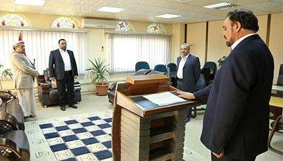 """القيادي المؤتمري """" المتحوث """" حمود عباد يؤدي اليمنين الدستورية ( صوره)"""
