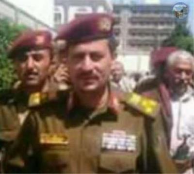 """بالصور .. من هو القيادي الحوثي والقائد العسكري البارز """" ياسر الأحمر """" والذي لقي مصرعه بالحديدة ؟"""