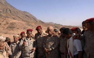 """رئيس هيئة الأركان اللواء """" العقيلي """"  يتفقد قوات الجيش الوطني في البيضاء"""