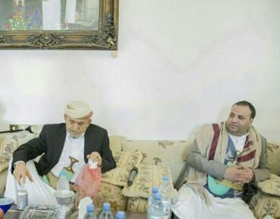 بالصور .. الصماد يزور الشيخ صادق الأحمر وأخيه حمير الأحمر بصنعاء
