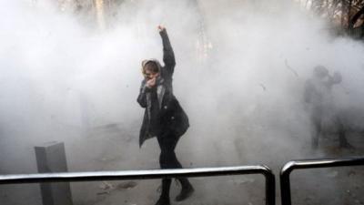 تواصل الاحتجاجات في إيران لليوم الثالث على التوالي رغم التحذيرات ( الأسباب والتداعيات)