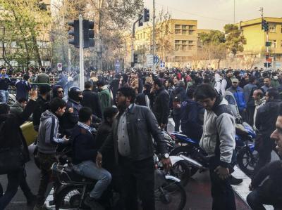 لليوم الرابع على التوالي.. تجدد المظاهرات في إيران وتوتر يسود عدة مدن