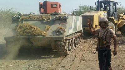بالصور .. قوات الجيش تستولي على أسلحة تابعة للحوثيين