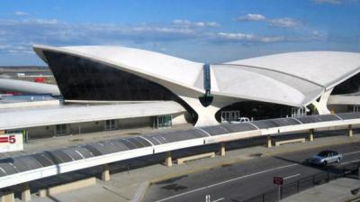 نيويورك.. تصادم طائرة كويتية بأخرى صينية