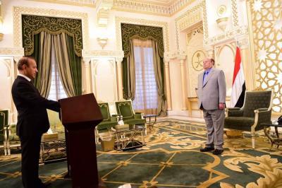 محافظ تعز يؤدي اليمين الدستورية امام الرئيس هادي