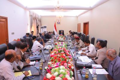 بن دغر يعقد إجتماعاً بقيادة السلطة المحلية والمكاتب التنفيذية بمحافظة لحج ويصدر عدداً من التوجيهات