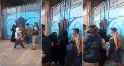 بالفيديو .. مسلحون حوثيون يعتدون على معلمات في بوابة إحدى المدارس بالعاصمة صنعاء
