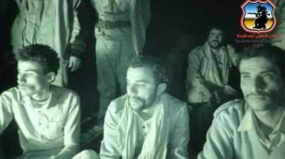 حوثيين في قبضة قوات الجيش أثناء تمشيط سلسلة جبال العليب بصعدة ( صوره)
