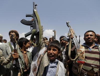 """الحوثيون يصابون بالهلع في ظل عدم تجاوب اليمنيين مع حملة التجنيد """" الطوعي """""""