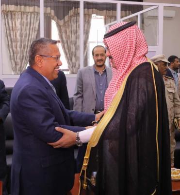 """السفير السعودي """" آل جابر """" يصل عدن"""