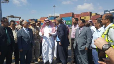 عدد من الوزراء والسفير السعودي يزورون محطة الحاويات بميناء عدن
