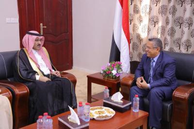 بالصور .. ماذا تعني تحركات السفير السعودي ولقاءاته مع المسؤولين في عدن ؟