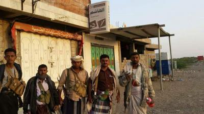 بالصور .. قوات الجيش والمقاومة تستولي على أسلحة للحوثيين في سواحل الخوخة