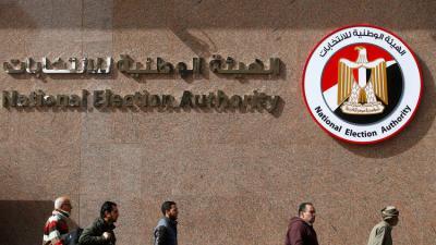 """هيئة الانتخابات في مصر تستبعد عنان """" رئيس أركان الجيش السابق """" من جداول الناخبين تمهيداً لمنعه من الترشح"""