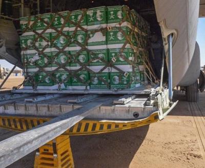 وصول طائرة شحن سعودية الى مأرب تحمل مواد غذائية