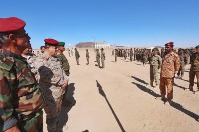 """مستشار القائد الأعلى للقوات المسلحة """" المقدشي """" يتفقد لواء القوات الخاصة في مأرب"""
