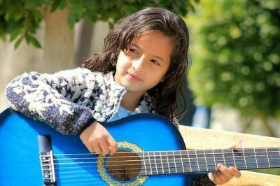 الطفلة اليمنية ماريا قحطان تتأهل في برنامج ذا فويس كيدز