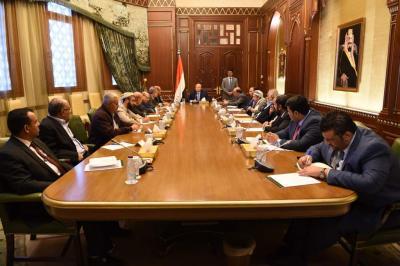 أبرز ما جاء في الإجتماع الإستثنائي للرئيس هادي ومستشاريه وقيادات الأحزاب حول مستجدات الأوضاع في عدن والذي دعا إلى مواجهة التمرد