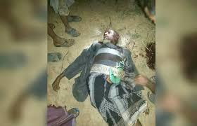 الحوثيون يقتلون رجل مُسن بعد أن رفض تسليم أولاده والذهاب بهم إلى القتال ( صوره)