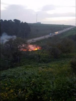 """شاهد صور أولية لحطام مقاتله """"F16"""" الإسرائيلية بعد استهدافها بنيران سورية"""