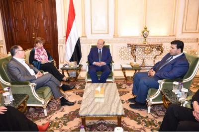 الرئيس هادي يستقبل عدد من أعضاء مجلس الشيوخ الفرنسي